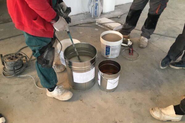 Az áruházunkban kapható padlóburkolatokat előzetes kalkuláció alapján burkoló csapatunk lefekteti.