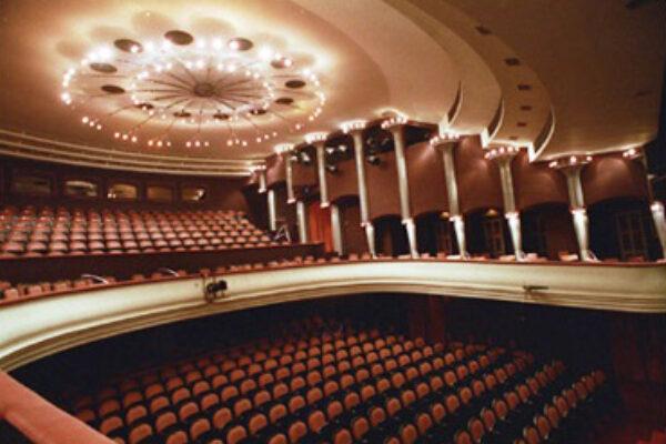 A Szolnoki Szigligeti Színház felújításában üzletünk jelentős részt vállalt a belső terek melegburkolatainak beszállítójaként.