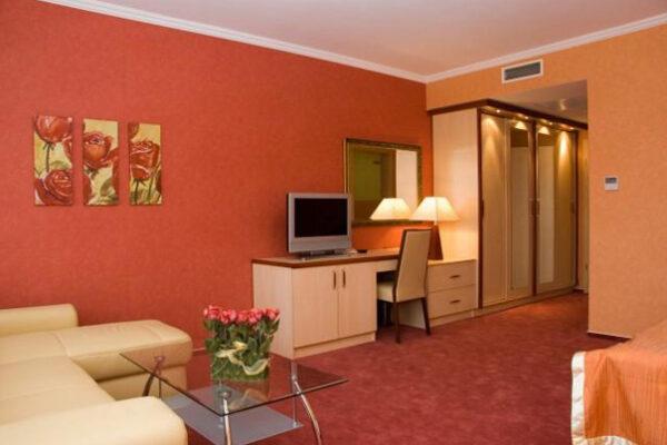 Cserkeszőlő legimpozánsabb hoteljében is a tőlünk származó padlóburkolók emelik a létesítmény esztétikai színvonalát.