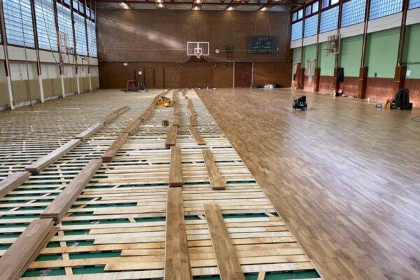Grabo SpringAir tölgy ízületvédelemmel ellátott sportburkolat egy 30 éves elhasznált PVC helyére! Nagy minőségi változást élt meg ezzel a gimnázium!